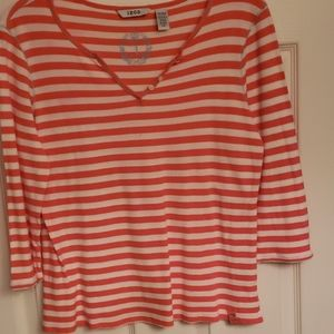 very nice blouse that is like new no tag